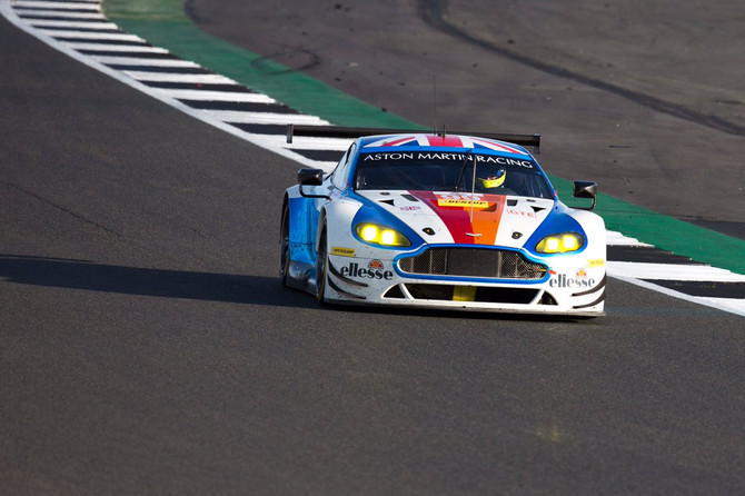 Vinke Joins Beechdean AMR for Portimao Finale