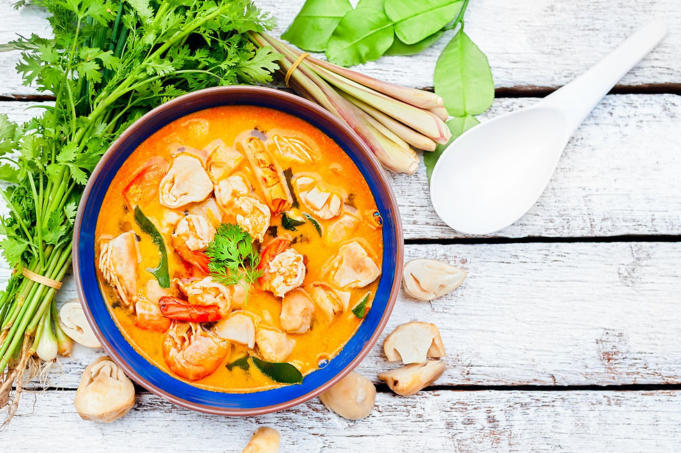 thai-food-river-prawn-spicy-soup-on-wood