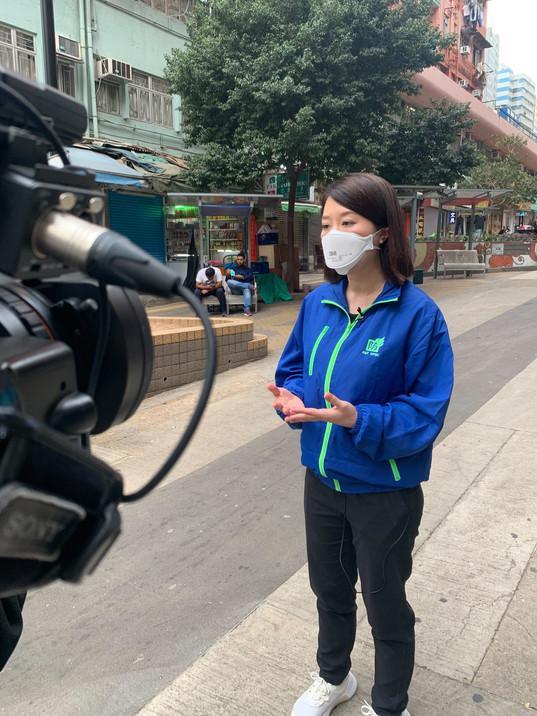 葵青區議員郭芙蓉接受電視台訪問,揭示劏房戶喉管問題