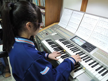 中学生以上からエレクトーン演奏も始まります。