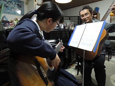 生徒さんのペースでゆったり&確実にギターを学べます。