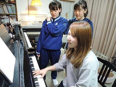 演奏家でもある講師陣の見本演奏もあります。