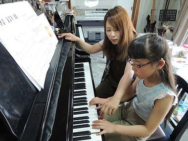 素敵な演奏のためには先生も真剣です。