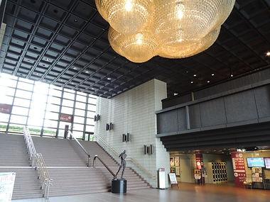 郡山市民文化センター1階シャンデリア