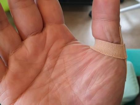 親指の突き指。
