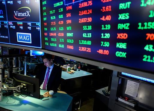 Los futuros de las acciones se tambalean después de que el S&P 500 alcanza un récord