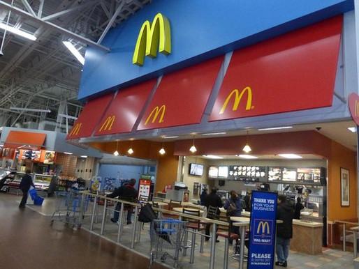 McDonald's está cerrando cientos de sus restaurantes Walmart