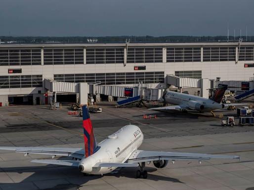 Delta Air Lines genera utilidades, pero enfrenta presión de costos de combustible