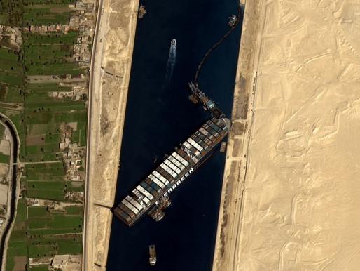 El impacto del bloqueo del Canal de Suez se sentirá durante próximos meses, dice experto marítimo