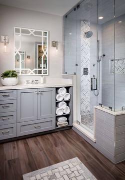 42ac6ac364bd911e872d6f1e18ec7e42--small-grey-bathroom-ideas-showers-ideas-bathroom.jpg