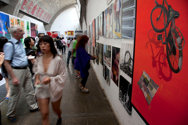 """The """"Art Supermarkets"""" Catering to China's Growing Middle Class"""