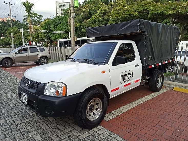Nissan Frontier NP 300 2.4 Mt 2012 Estacas TDY 743