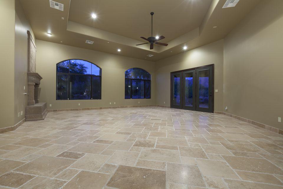 tile-flooring-157732208-585984253df78ce2