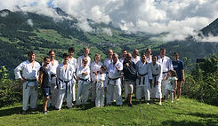 Karate Gruppenbild_edited.jpg