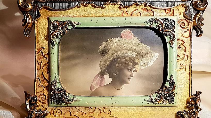 Cadre et carte postale ancienne - Gaby Deslys