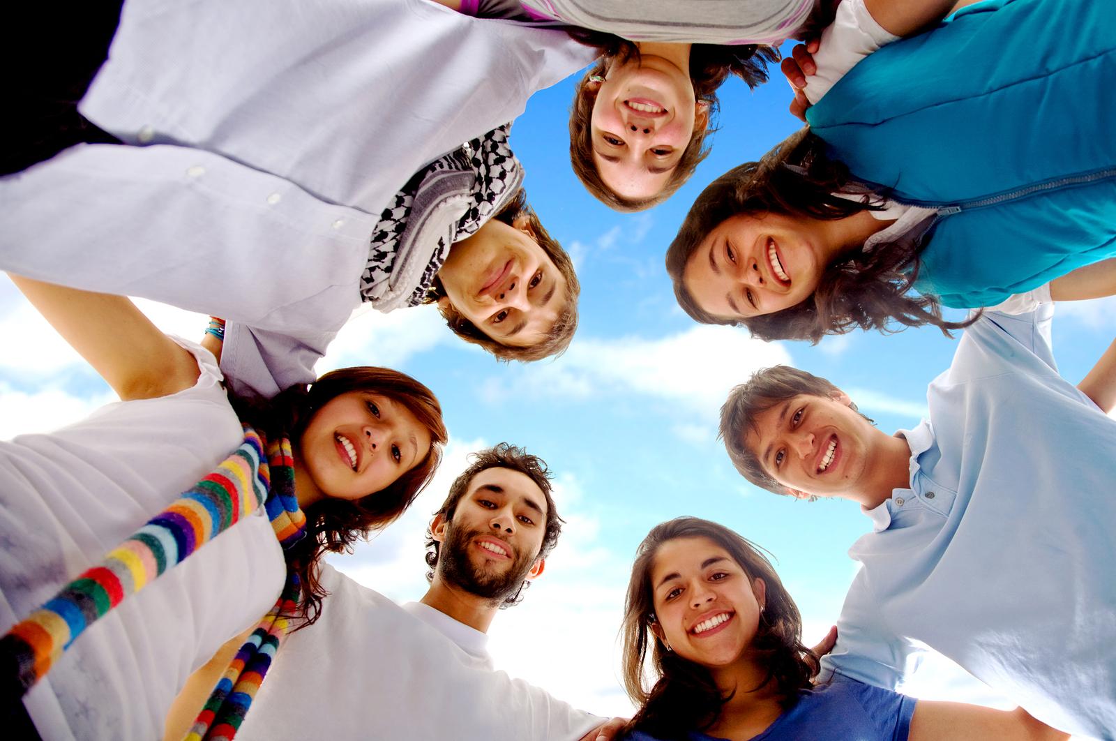 Смешные фото группы людей, марта дети