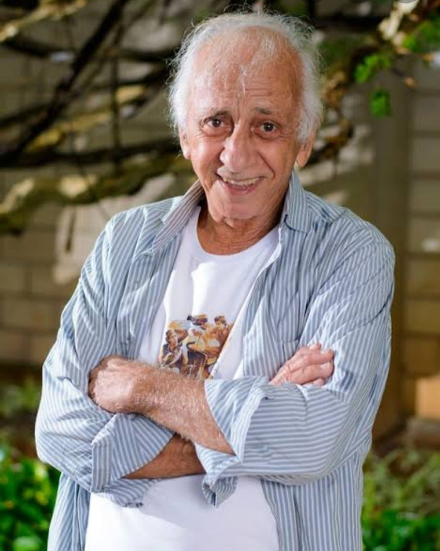 Aos 85 anos, ator comete suicídio e destaca sua condição de idoso.