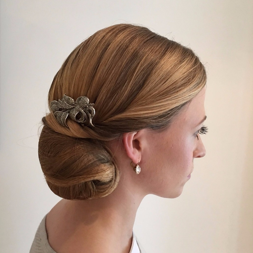 Classic and elegant wedding hairstyle