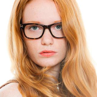 pelirroja con gafas