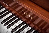 Yamaha-M500-Upright-Piano-Fallboard-Logo