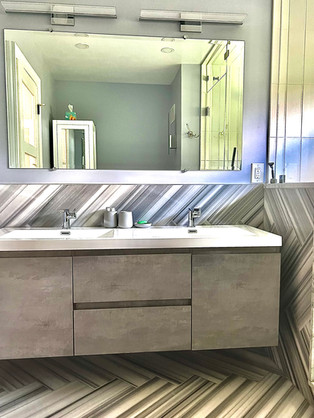 Loni Bathroom 1.jpg