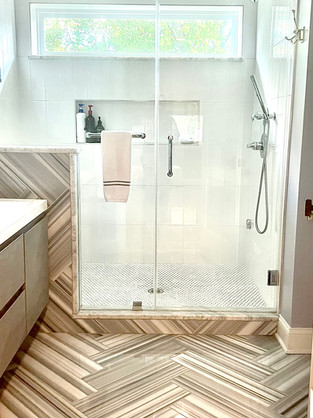 Loni Bathroom 2.jpg