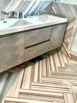 Loni Bathroom 3.jpg