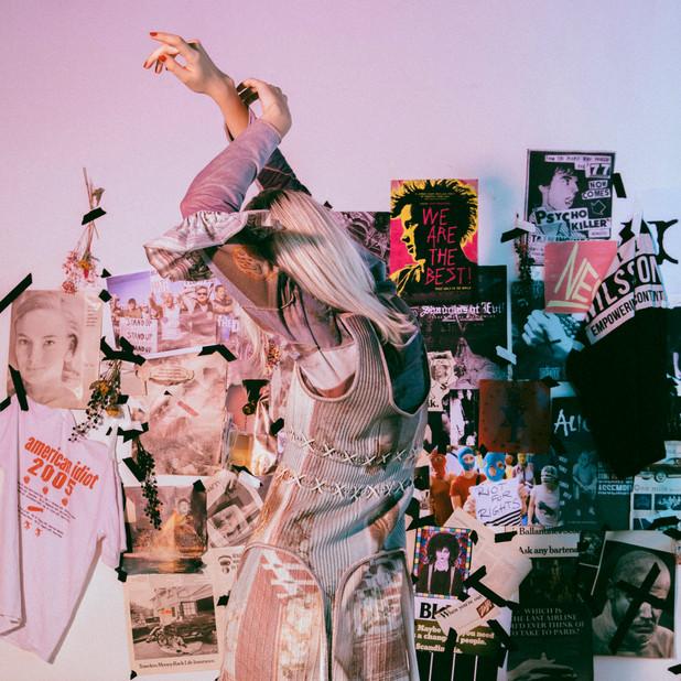 "rurumu: 2021 spring/summer ""symbiosis""  I drew the main visual for the rurumu: 2021SS collection and these artworks were re-designed and reconstructed under rurumu: including Kanae Higashi.  Look at these perfect clothes! They suit the entire collection's theme of ""symbiosis"".  I'm grateful for the wonderful creation of rurumu: from the bottom of my heart.    rurumu: 2021SSのメインビジュアルを描き下ろしさせて頂き、 その絵が佳苗さんをはじめとしたrurumu:の元で新たにデザイン・再構築されました。  完成されたお洋服たちを見て お洋服だけでなくその行為そのものさえ、まさに今回の""symbiosis""というテーマにふさわしい出来事だったと感じています。  rurumu:の素晴らしいクリエイションに心からの感謝を。  Model / Mary  Photo / fujii yui  Hairmake / 榎戸悠乃  Prop styling / Shiberia  AntiquesAssistant / 中居海帆  Design & styling & direction / 東佳苗"