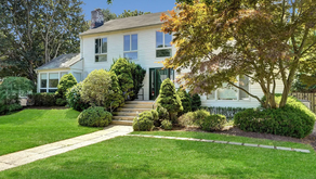 New Listing In The Heart Of Deal w Pool & Cabana