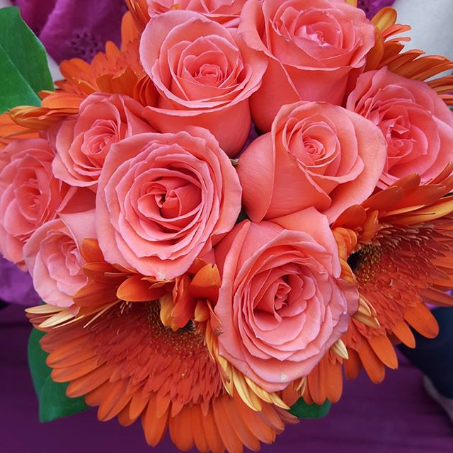 #winnipegflorist #winnipegweddings #winnipegflowers #winnipegweddig #orangebouquet #bouquet #wedding