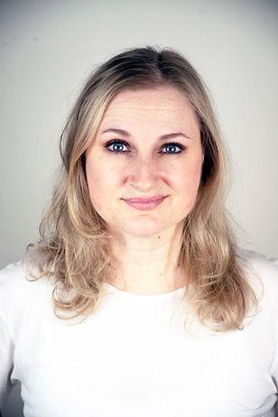 Maria CV-foto 2021_utslaget hår.jpg