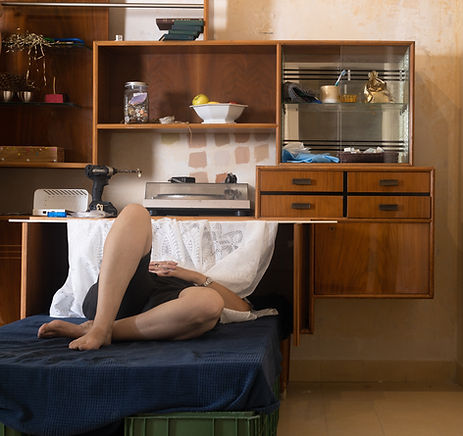 מיטת שדה, ענת ליטוין, מיצב רדי מייד, 2021, צילום: לי ברבו