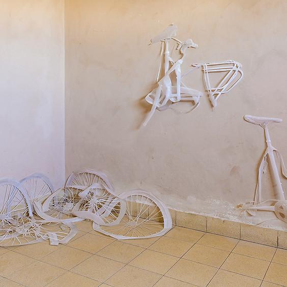 עירוח בדירה - סיור אוצרת בתערוכה