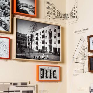הדרכה בתערוכה יוצאת מהכלל העיר הלבנה - מורשת יומיומית