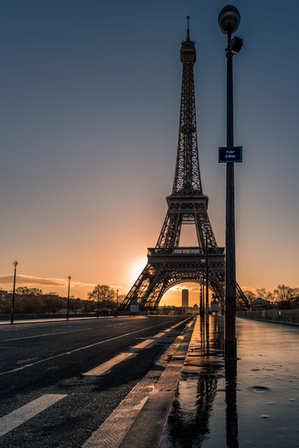 Le jour se lève sur Paris