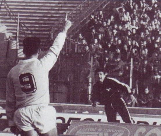 Di Canios ikoniske fejring mod Curva Sud i 1989