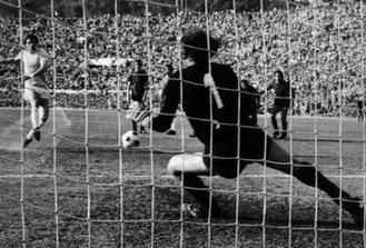 1974, 12. maj. Lazio-Foggia 1-0. Lazio hjemtager sin første Scudetto