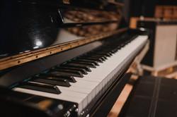 colegio map, piano acústico