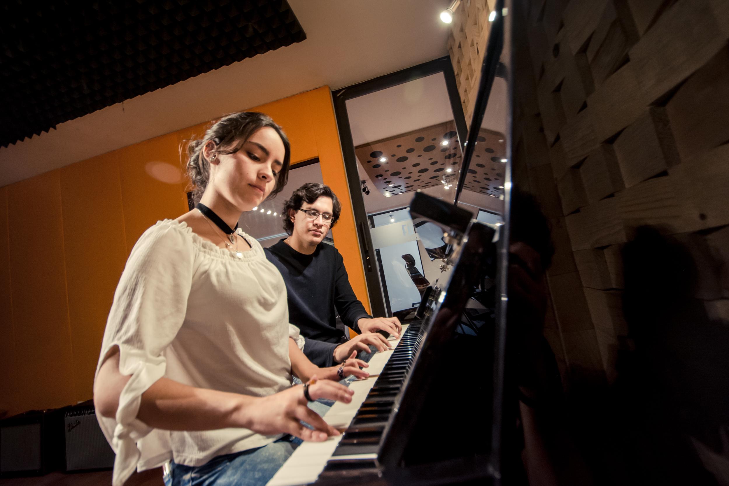 Live Room - Piano Acústico