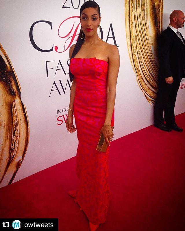 #fashion #texturedhair #ponytails #ponytail #hair #makeup #style #stunner #redcarpet #silkpress #sen