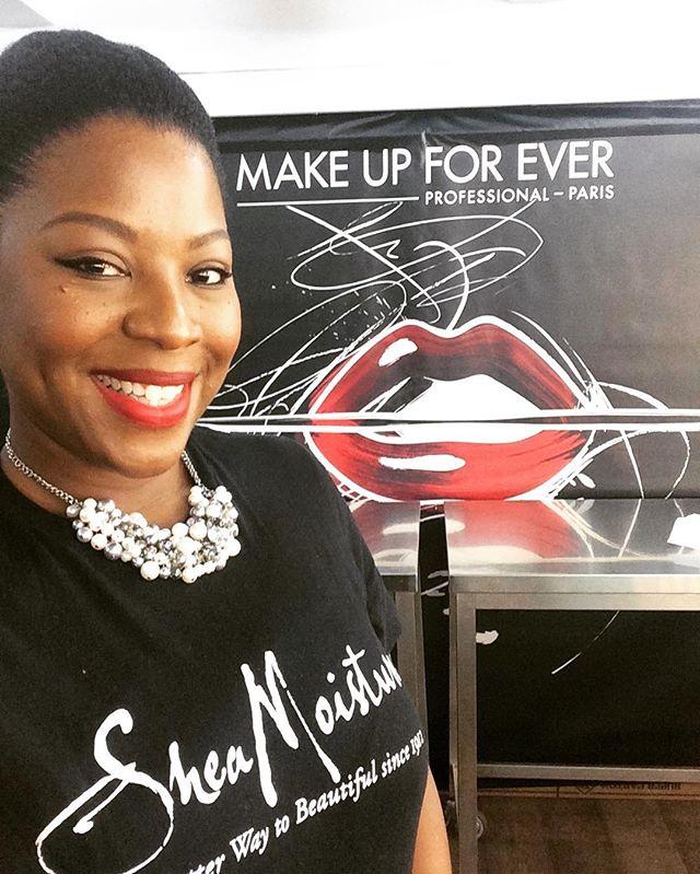 _makeupforeverofficial teaching makeup artists #mua light #hairstyling tricks using _sheamoisture4u