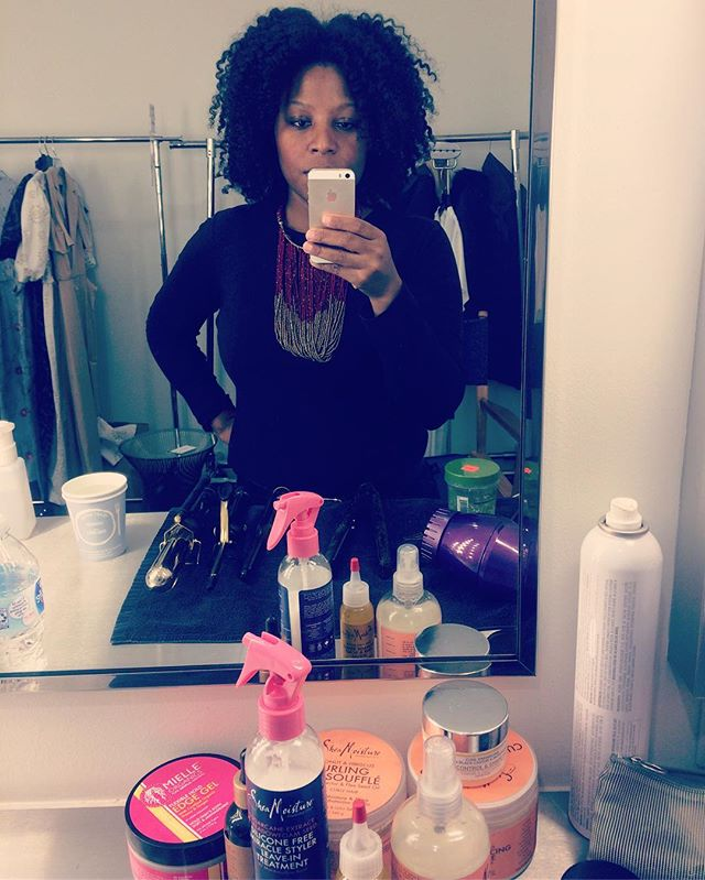 A little bit of err' thing for my #naturalhair #models on set today _essence #bts
