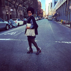 The streets are ALWAYS watching!👀👀👀_#NYC #NewYork #scmakesmoves #FROshow #texturedhair #naturalha