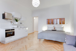 https://www.airbnb.com/rooms/1592462