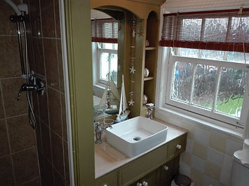 room 2 bathroom_20191108_123223.jpg