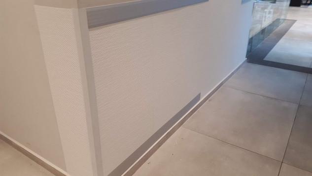 חיפוי קירות פנים למשרדים.jpg