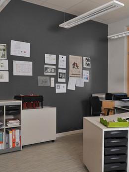 חיפוי קירות פנים למשרד.jpg