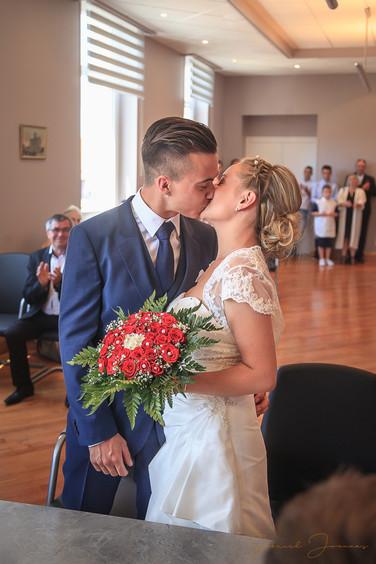 Un baiser à la mairie