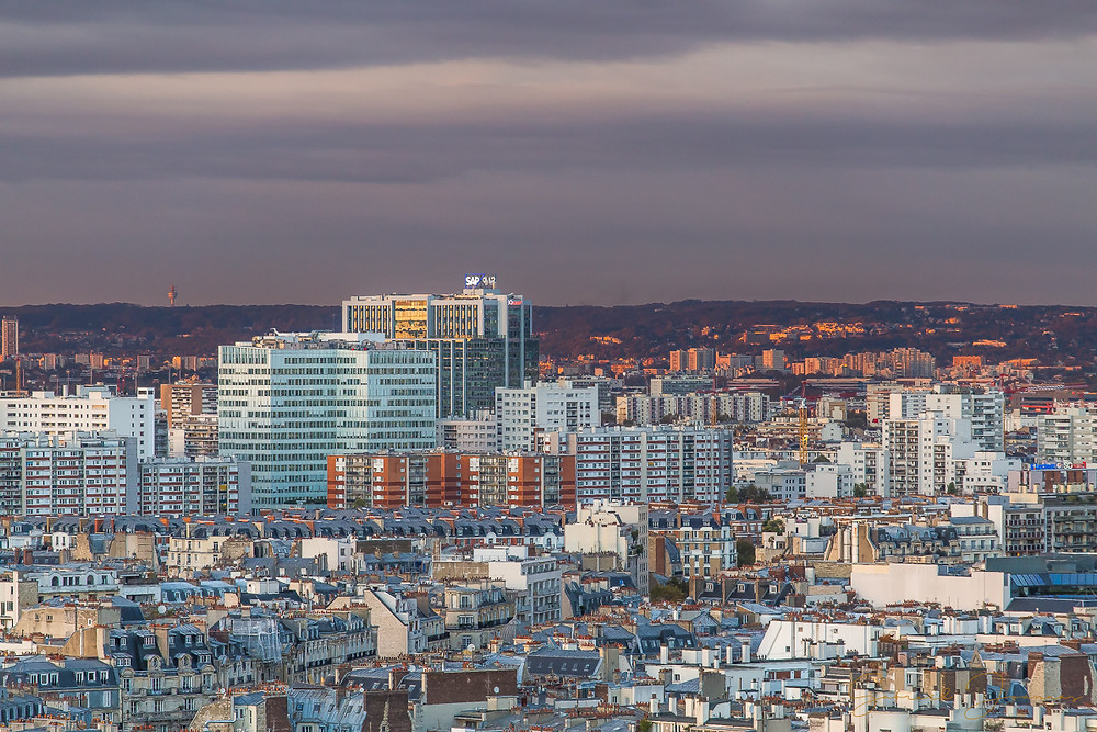 Zoom sur un quartier parisien depuis la terrasse de l'arc de triomphe.