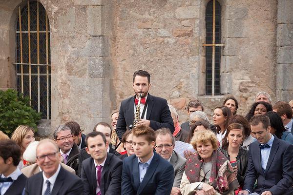 Musicien pendant une cérémonie laïque